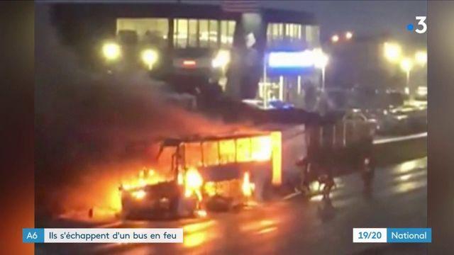 Essonne : des étudiants s'échappent d'un bus en feu
