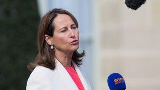 La ministre de l'Environnement Ségolène Royal quitte l'Elysée après le Conseil des ministres, le 6 avril 2016. (CITIZENSIDE/YANN BOHAC / AFP)