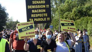 Des salariés du site de Renault à Maubeuge (Nord) manifestent pour sauver leur emploi, le 30 mai 2020. (FRANCOIS LO PRESTI / AFP)