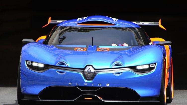 Le concept car de laRenault Alpine A 110-50 sur le circuit de Monaco, le 25 mai 2012. (BORIS HORVAT / AFP)