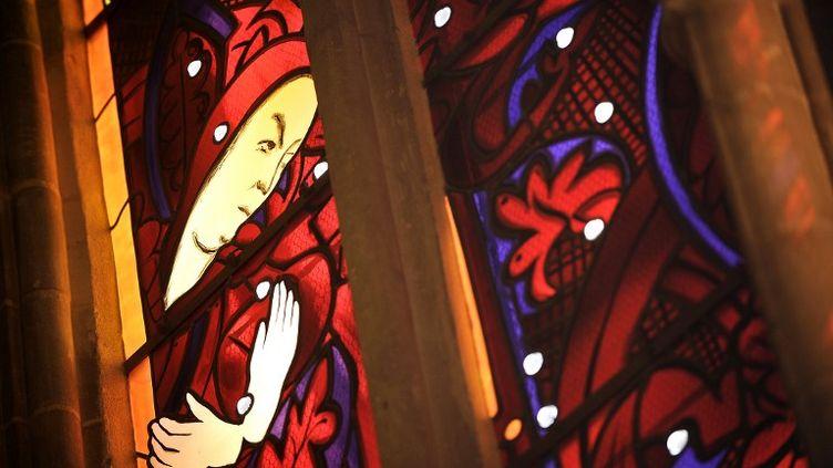 Détail d'un vitrail de la cathédrale de Nevers (illustration). (JEFF PACHOUD / AFP)