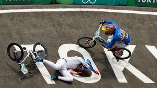 Joris Daudet est tombé en finale de l'épreuve individuelle de BMX aux Jeux olympiques de Tokyo le 30 juillet 2021. (JOSE MENDEZ / AFP)