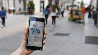 L'application française StopCovid n'a été téléchargée que par 2,3 millions de personnes, selon un comptage réalisé mi-août. (JOSSELIN CLAIR / MAXPPP)