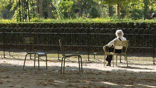L'isolement touche cinq millions de personnes en France, selon une étude du Credoc. Photo d'illustration. (MICHËLE CONSTANTINI / MAXPPP)