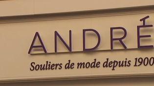 C'est une marque de chaussures emblématique en France et pourtant elle connait d'énormes difficultés financières. Les 750 employés d'André sont inquiets du devenir de l'enseigne. (FRANCE 3)