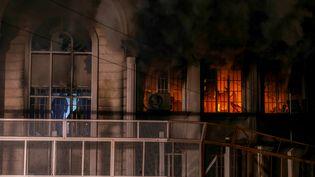 L'ambassade d'Arabie saoudite à Téhéran (Iran) en flammes, le 2 janvier 2016. (MOHAMMADREZA NADIMI / ISNA / AFP)