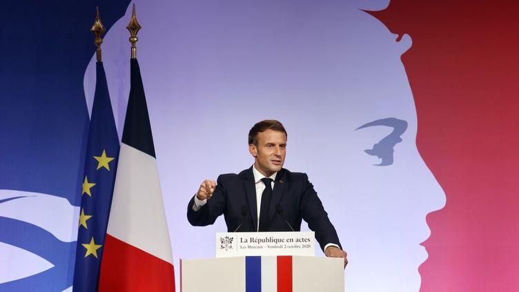Emmanuel Macron au Mureaux (Yvelines), le 2 octobre 2020. (LUDOVIC MARIN / POOL / AFP)