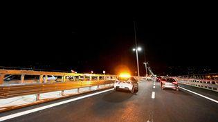 Des voitures roulent sur le nouveau pont San Giorgio de Gênes (Italie), le 4 août 2020. (ANDREAS SOLARO / AFP)