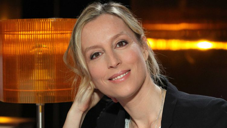 """Adelaïde de Clermont Tonnerre sur le plateau de l'émission """"Au fil des mots"""", sur TF1 (13 septembre 2016)  (Ginies / Sipa)"""