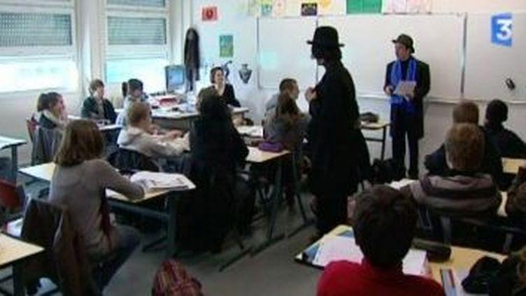 Les Brigades d'Interventions Poétiques déclament les vers en milieu scolaire  (Culturebox)