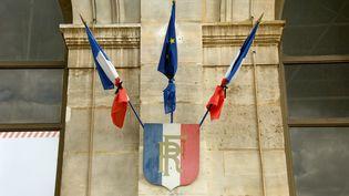 Les drapeaux français et européens en berne après la mort du Français Hervé Gourdel, le 27 septembre 2014. (MAXPPP)