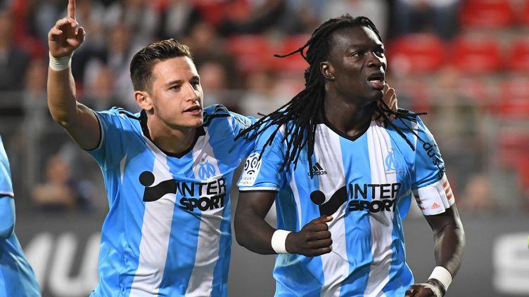 Florian Thauvin et Bafetimbi Gomis, les deux joueurs de l'OM (DAMIEN MEYER / AFP)