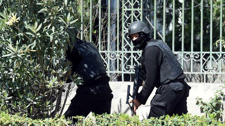 Les forces spéciales ont investi le musée du Bardo, où se sont retranchés les présumés terroristes. (FETHI BELAID / AFP)