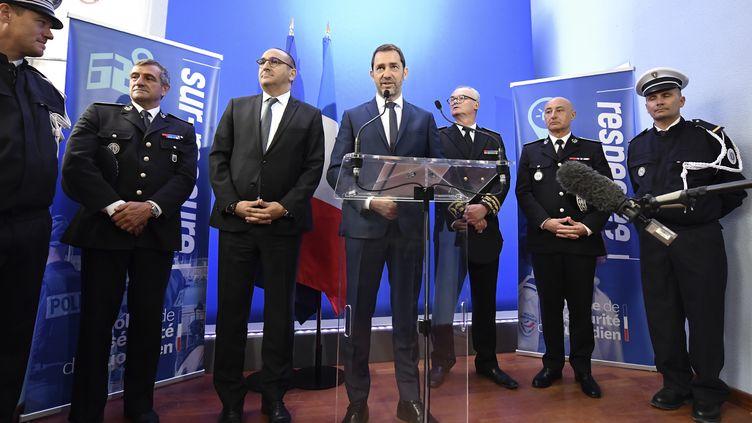 Christophe Castaner, le ministre de l'Intérieur, prend la parole dans les locaux de police, à Toulon (Var), le 3 mai 2019. (GERARD JULIEN / AFP)