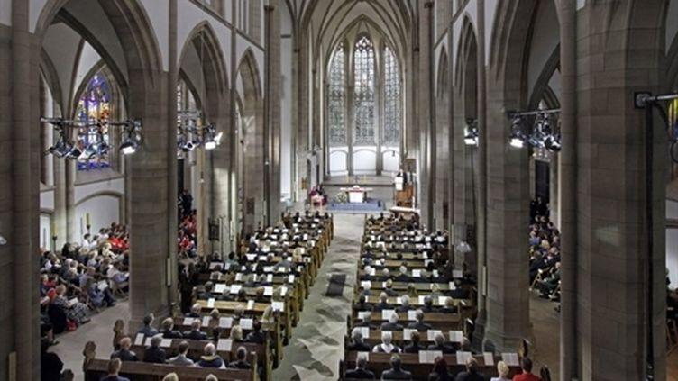 Cérémonie à Duisbourg en hommage aux victimes de la bousculade de la Love Parade (31 juillet 2010) (AFP / Friedrich Stark)