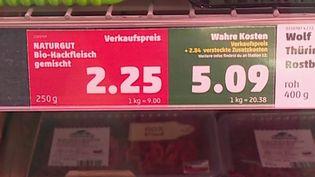 """Une chaîne de supermarché allemande affiche le """"vrai"""" prix des produits qu'elle propose. (CAPTURE D'ÉCRAN FRANCE 3)"""