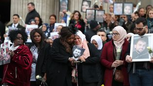 Un office religieux a été célébré, le 14 décembre 2017, en hommage aux 71 personnes décédées dans l'incendie de la Grenfell tower, le 14 juin, à Londres. (DANIEL LEAL-OLIVAS / POOL)