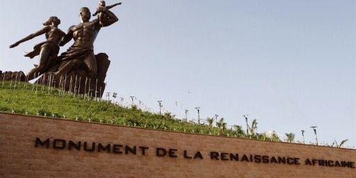 Le Monument de la renaissance africaine, signé par des Nord-Coréens pour un coût de 20,5 millions d'euros. Selon Le Monde, Abdoulaye Wade a défendu le droit de toucher lui-même 35 % du prix de chaque billet d'entrée payé par les visiteurs. (AFP - Photononstop - Philippe Lissac - Godong)
