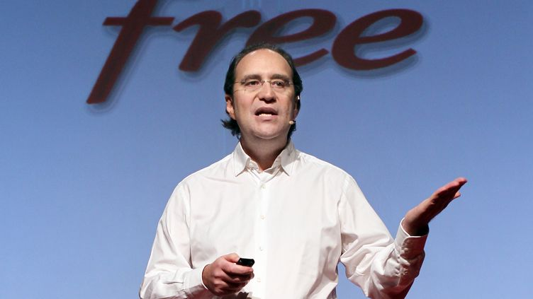 Xavier Niel lors de la présentation de la Freebox Révolution, le 14 décembre 2010 à Paris. (THOMAS COEX / AFP)