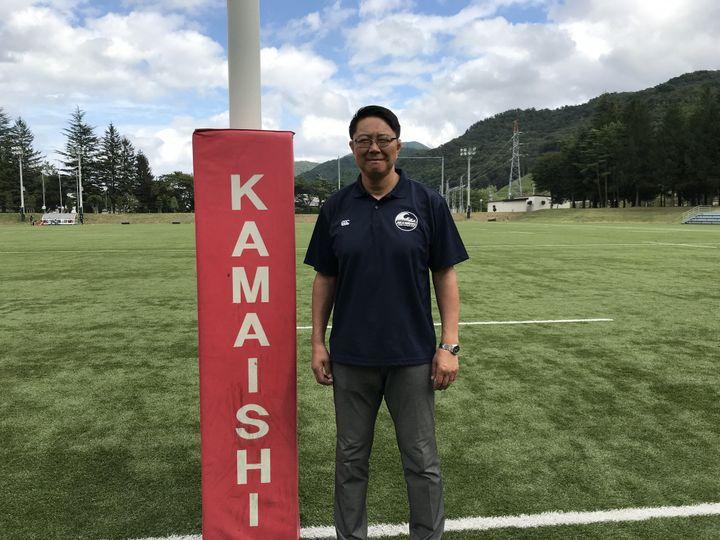 Yoshihiko Sakuraba est un ancien joueur des Seawaves, le surnom de l'équipe de rugby de Kamaishi. Il est aujourd'hui manager du club. (JEROME VAL / FRANCEINFO)