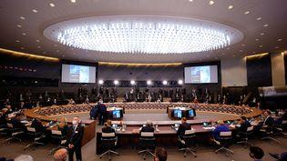 Les dirigeants des pays membres de l'Otan réunis en session plénière, au sommet annuel de l'organisation, le 14 juin 2021. (OLIVIER MATTHYS / POOL / AFP)