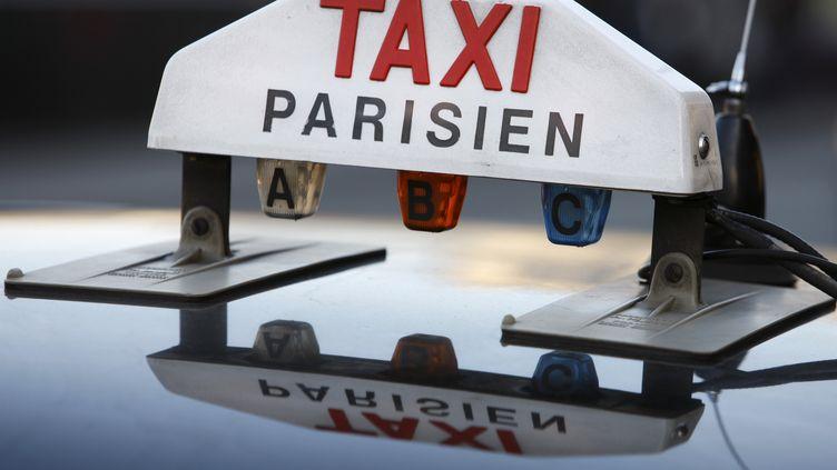 Ce nouveau service de Uber permet à des particuliers de s'improviser chauffeurs de taxi en conduisant d'autres particuliers sur de petits trajets. (SOFIA DEA/GODONG / PHOTONONSTOP)