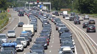 Des bouchons sur l'autoroute A7 au niveau de Mornas (Vaucluse), le 23 juillet 2016. (MAXPPP)