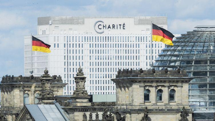 L'hôpital de la Charité, à Berlin (Allemagne), où est hospitalisé l'opposant russe Alexeï Navalny, le 25 août 2020. (CHRISTOPH SOEDER / DPA)
