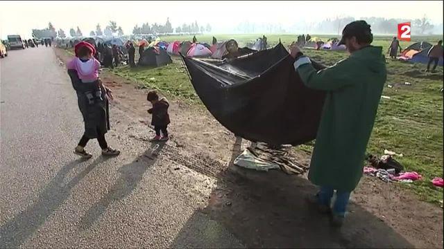 Migrants : la situation impossible des réfugiés coincés en Grèce