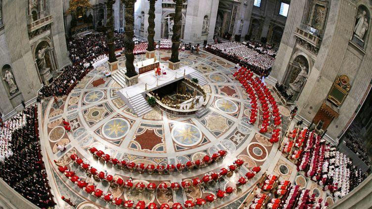 Le sommet pontifical d'avril 2005 au Vatican, Rome (Italie). (TONY GENTILE / AFP)