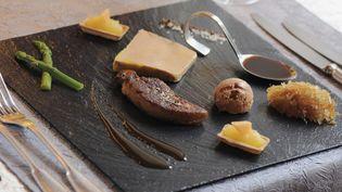 Un plat de foie gras, dans un restaurant de Kaysersberg (Haut-Rhin). (CHRISTOPHE DUMOULIN / PHOTONONSTOP / AFP)
