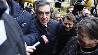 François Fillon et FrançoisBaroin en visite chez Le Coq Sportif àRomilly-sur-seine (Aube), le 7 février 2017 (FRANCOIS NASCIMBENI / AFP)