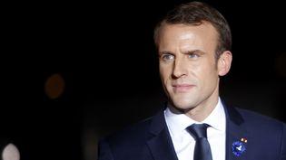 Emmanuel Macron arrive au musée d'Orsay, à Paris, pour un dîner en compagnie d'une cinquantaine de chefs d'Etat dans le cadre des cérémonies du centenaire de l'Armistice, le 10 novembre 2018. (MEHDI TAAMALLAH / NURPHOTO / AFP)