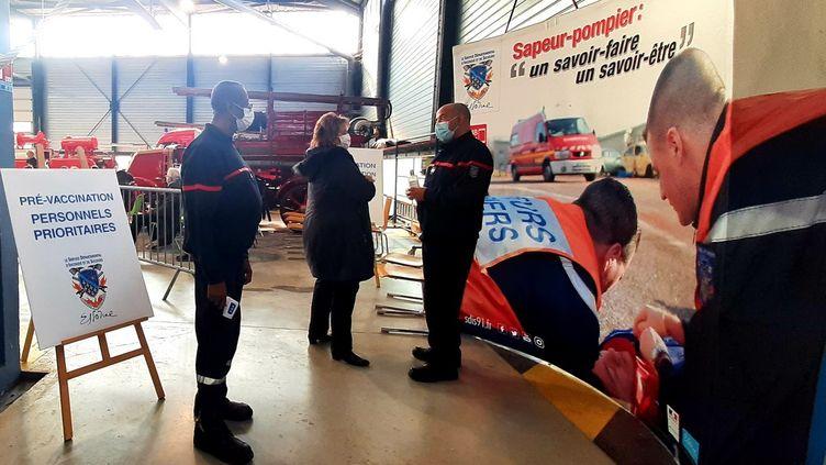 Le centre de secours des sapeurs-pompiers de l'Essonne, à Fleury-Mérogis. (VALENTIN DUNATE / RADIO FRANCE)