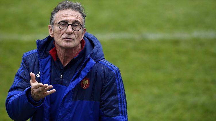 Guy Novès, le nouveau sélectionneur de l'équipe de France de Rugby, le 5 février 2016 à Marcoussis (Essonne). (FRANCK FIFE / AFP)