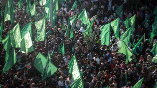 Des drapeaux du Hamas lors d'une manifestation le 9 décembre 2016 à Gaza, pour célébrer le 19e anniversaire de l'organisation. (ALI JADALLAH / ANADOLU AGENCY / AFP)