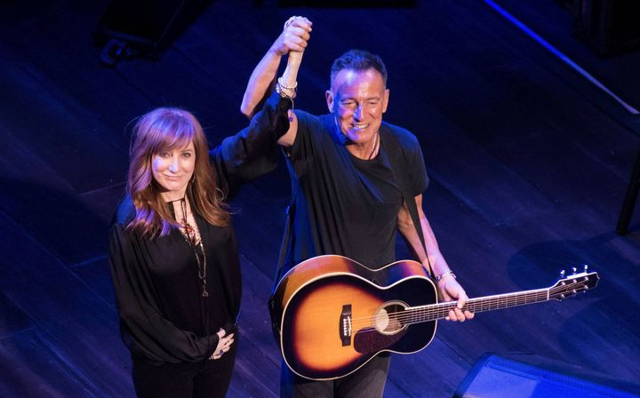 "Bruce Springtseen et son épouse Patti Scalfia dans ""Springsteen on Broadway"".  (Debra L Rothenberg/REX/Shutterstock /Sipa)"