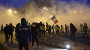 """Des """"gilets jaunes"""" manifestent à Bourges (Cher), le 12 janvier 2019. (GUILLAUME SOUVANT / AFP)"""