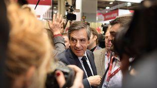 François Fillon, le 1er mars 2017, lors de sa visite du Salon de l'agriculture. (CHRISTOPHE ARCHAMBAULT / AFP)