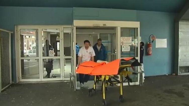 L'entrée des urgences de l'hôpital de Grenoble (Isère), le 2 mai 2012. (FTVI / FRANCE 2)