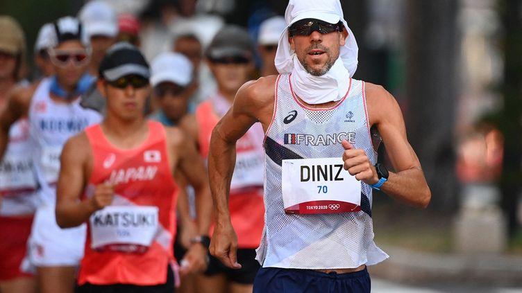 Yohann Diniz n'a pas réussi à aller au bout de son rêve olympique sur le 50 km marche, le 6 août à Tokyo. (CHARLY TRIBALLEAU / AFP)