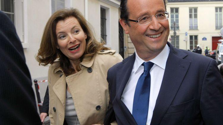 François Hollande et sa compagne journaliste Valérie Trierweiler, le 5 avril 2012 à Paris. (JACQUES BRINON / AP / SIPA)
