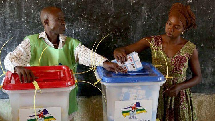 Election dans une école le 30 décembre 2015 à Bangui, en Centrafrique. (HERVE CYRIAQUE SEREFIO / ANADOLU AGENCY/AFP)
