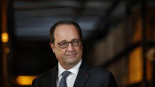 François Hollande lors d'une visite du centre logistique Sarenza, le 10 octobre 2016 à Réau (Seine-et-Marne). (YOAN VALAT/POOL / EPA POOL)