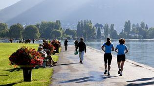 L'OMS recommande 75 minutes d'activité physique vigoureuse, comme la course à pied, par semaine. (PHILIPPE ROY / AFP)