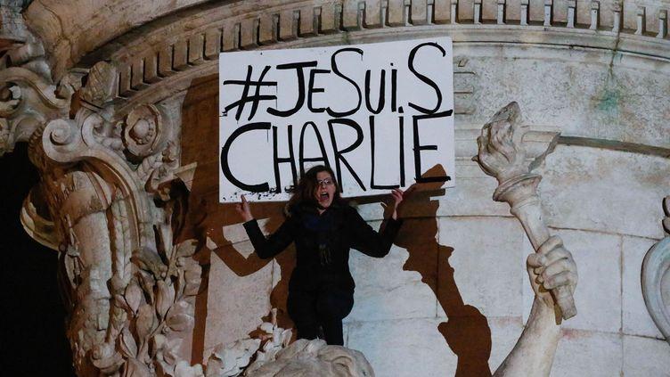 """Place de la République, à Paris,le 8 janvier 2015, au lendemain de l'attaquemeurtrière au siège de """"Charlie Hebdo"""". (CITIZENSIDE/JALLAL SEDDIKI / AFP)"""