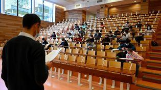 Dans un amphithéâtre de l'université Rennes 1, à Rennes (Ille-et-Vilaine), le 4 janvier 2021. (DAMIEN MEYER / AFP)