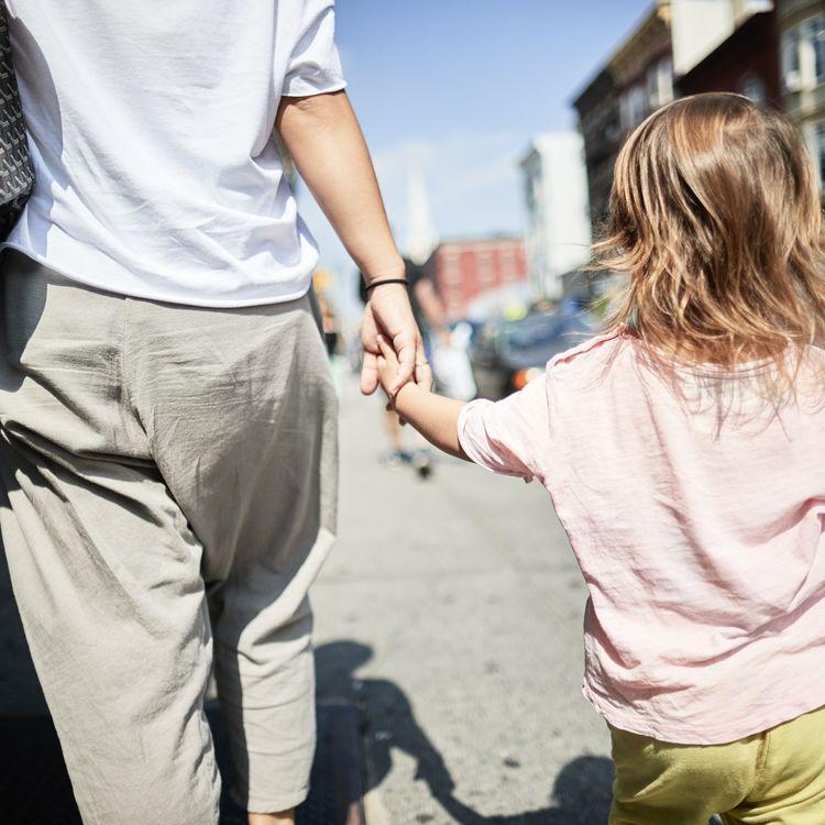 Franceinfo a recueilli les témoignages d'hommes et de femmes qui ont décidé de ne pas avoir d'enfants pourdes raisons écologiques. (Photo d'illustration) (BALLYSCANLON / PHOTOGRAPHER'S CHOICE RF)