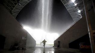 Des trombes d'eau s'abattent sur le stade de Nice, le 3 octobre 2015. (ERIC GAILLARD / REUTERS / X00102)