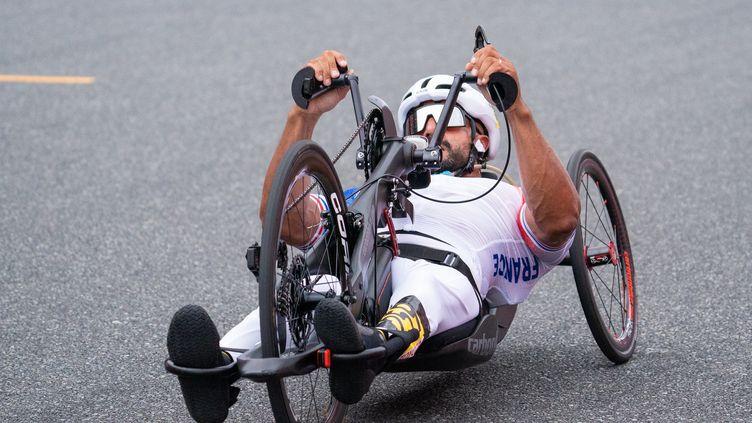 Le Français Riadh Tarsim engagé dans le contre-la-montre des Jeux paralympiques de Tokyo en H3, le 31 août 2021. (YONATHAN KELLERMAN / COMITE PARALYMPIQUE FRANÇAIS)